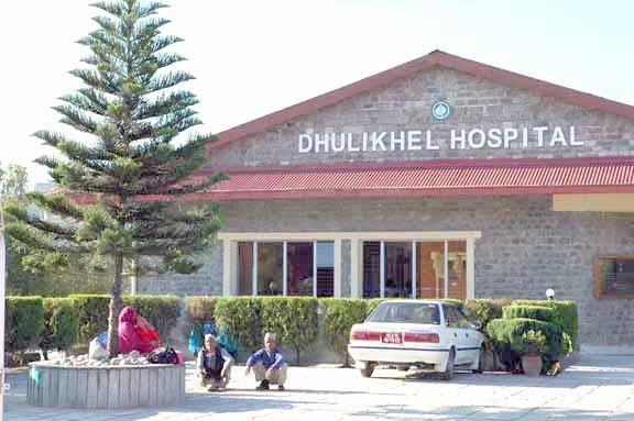 धुलिखेल अस्पतालमा कोरोना आशंका गरिएको मृतक तामाङको शव परिवारलाई जिम्मा