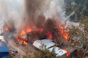 ताप्लेजुङ दोभान बजारमा आगलागी : ३५ घर जलेर नष्ट