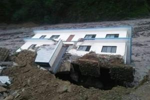 हेलम्बुको वडा र ईलाका प्रहरी कार्यालय बाढीले बगायो