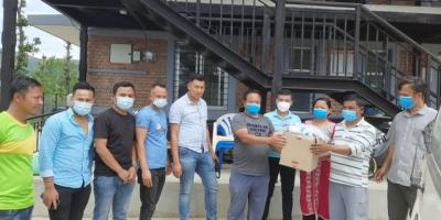 खार्पाचोक युवा क्लबद्वारा स्वास्थ्य सामग्री वितरण