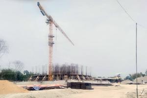 निर्माणाधीन 'दमक भ्यू टावर'बाट देखिन्छ सुकुम्बासीको गरिबी